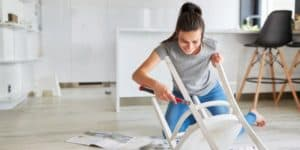 Мимоза и новая жизнь старого кресла: как недорого обновить жилье весной